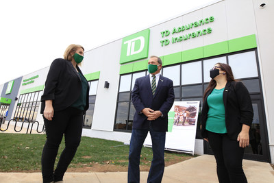 Welcoming new jobs to the region: Melissa Gravelle, Contact Centre Senior Manager, Frank McKenna, Deputy Chair, TD, and Paryse Richard, Contact Centre Team Leader stand outside of TD Insurance's Client Advice Centre in Dieppe, New Brunswick (CNW Group/TD Insurance)