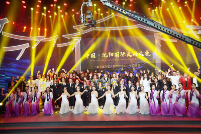"We are together -- ""Noche de gala de la amistad internacional de China Shenyang"" y la quinta fiesta temática ""Shenyang a los ojos de los extranjeros"" (PRNewsfoto/The Information Office of Shenyang People's Government)"