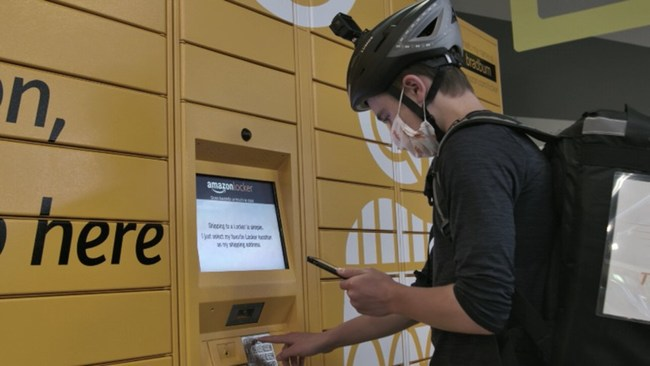 Teen Hustlr entering customers Amazon locker code for package pickup.