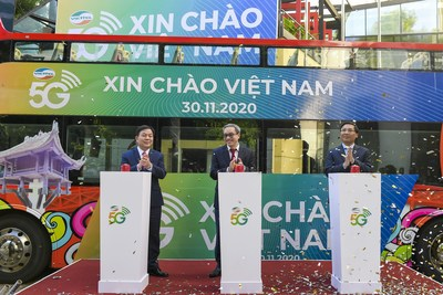 (from left to right) Mr. Le Dang Dung – CEO of Viettel Group; Mr. Phan Tam - Deputy Minister - Ministry of Information and Communications; Mr. Nguyen Thanh Liem - Director of Hanoi Department of Information and Communications