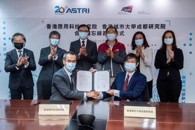 (From left, front row) ASTRI CEO Mr Hugh CHOW and Professor Jian LU.  (From Left, back row) Dr Martin SZETO, Dr Lucas HUI, Ir Sunny LEE, Professor Michael YANG, Dr Laura LO and Ms Carmen NG from CityU.