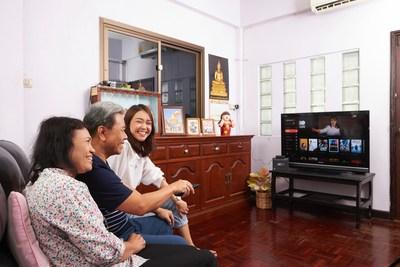 A Thai family watches a program provided by 3BB TV's GIGATV, an IPTV service developed based on KT's olleh TV platform.