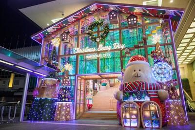 """A entrada principal do Harbour City, em Hong Kong, virou uma """"Loja de Natal Beary"""". (PRNewsfoto/Harbour City Hong Kong)"""