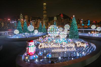 """O Harbour City, em Hong Kong, transforma o """"Ocean Terminal Deck"""" em um """"Jardim de Natal iluminado"""" (PRNewsfoto/Harbour City Hong Kong)"""