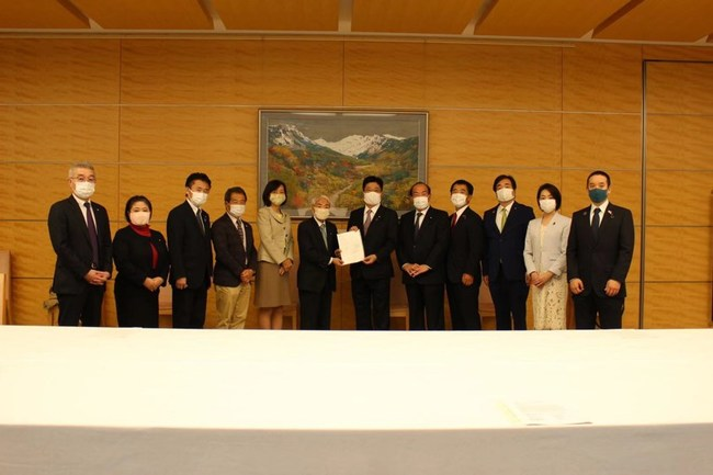 10 Japanese lawmakers submitted a request letter to the Prime Minister