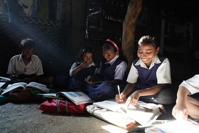 Educate Girls running a remedial learning curriculum in rural India (PRNewsfoto/Educate Girls)