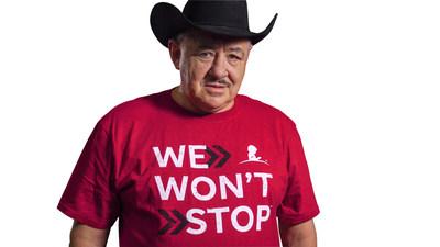 """Fanny Lu, Los Huracanes del Norte, Dr. Cesar Lozano, entre otros presentaron la camiseta """"We Won't Stop"""" a los donantes mensuales."""