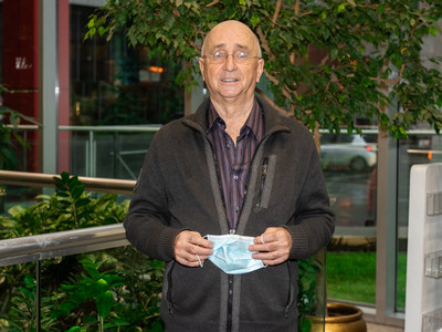 Le gagnant Claude Perron. (Groupe CNW/Loto-Québec)