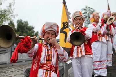 Actuaciones de artistas locales de la ciudad de Ziqiu. (PRNewsfoto/The Culture & Tourism Bureau of Yichang City)
