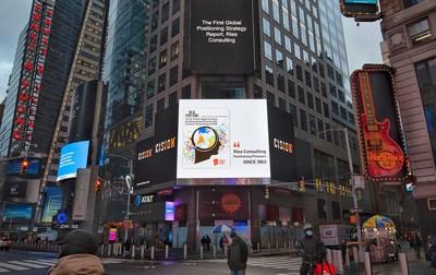 Fortune y Ries Consulting publican en Times Square, Nueva York, el primer informe de posicionamiento estratégico global. (PRNewsfoto/Ries Positioning Strategy & Consulting)