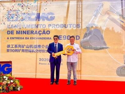 Se entregó la excavadora minera de 90toneladas XE900D de XCMG en Pouso Alegre, Brasil, para impulsar el desarrollo industrial local. (PRNewsfoto/XCMG)