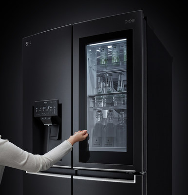 New LG InstaView Refrigerators Demonstrate Hygiene Innovation at CES 2021 (CNW Group/LG Electronics Canada)