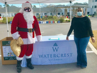 As part of their Common Unity Initiatives, Watercrest Columbia Assisted Living and Memory Care hosted an outdoor holiday event with a drive through food drop to benefit Harvest Hope Food Bank in Columbia, SC.
