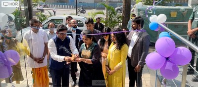 Dr Ankush and Dr Pritimala and Satish Pareek National business head inaugurating the centre
