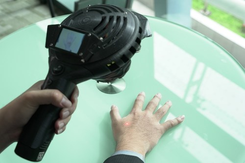 HAAS is a handheld, AI-enabled device that identifies acupoints and positioning using AI image recognition technology. (PRNewsfoto/ACSI)