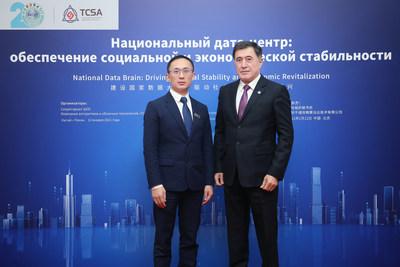 Secretário geral da SCO, Vladimir Norov (direita)  Presidente da TCSA, Adkins Zheng, (esquerda) (PRNewsfoto/TCSA)