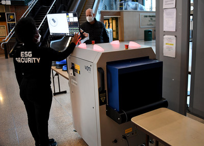 Caption: VOTI Matrix Series scanner in operation at Bankers Life Fieldhouse in Indianapolis, Indiana. (CNW Group/VOTI Detection Inc.)