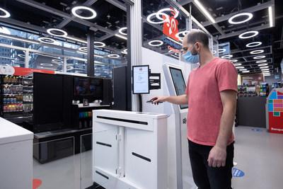 À l'intérieur du magasin-laboratoire, la section Couche-Tard Connecté permet une expérience de magasinage sans points de friction. (Groupe CNW/Alimentation Couche-Tard inc.)