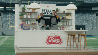 "Eli Manning and Victor Cruz are reuniting to help fans dominate their big game ""home""-gate with Stella Stadium Bites by Blue Apron. The duo will take to the field together once more to give fans the play-by-play of four winning recipes that pair perfectly with a Stella Artois."
