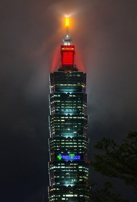 Medtecs Topped Taipei 101, Shining Anti-epidemic Slogans Becoming the Scenery on the Last Night of 2020
