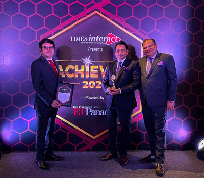 Nimish Trivedi, Rajeev Tiwari & Vikas Bansal with the award