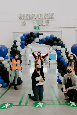 Amazon's first sortation centre in Quebec celebrated its day one in Longueuil in 2020, just in time to deliver a successful peak holiday season for customers, creating 500 jobs. The 200,000 square foot facility is located at 5799 Route de l'Aéroport. (CNW Group/Amazon Canada)