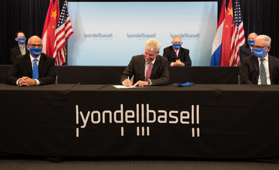 LyondellBasell's Torkel Rhenman, Executive Vice President, Global Intermediates and Derivatives, signs an agreement with Sinopec to form a 50:50 joint venture (JV) in Houston, Texas
