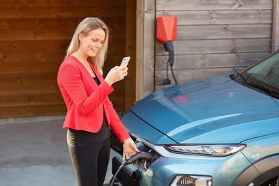 Circle K Norvēģijā mēs saviem klientiem esam piegādājuši vairāk nekā 4200 EV mājas lādētājus.  (CNW Group / Alimentation Couche-Tard Inc.)