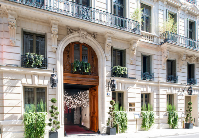 Façade of Maison Delano Paris, located in the heart of the prestigious 8th Arrondissement in an 18th century mansion at 4 Rue d'Anjou