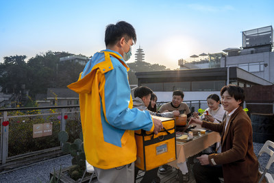 "A ""Rocketman"" (aka Suning's delivery guy) is delivering hotpot ingredients packaged in a special cold chain container"