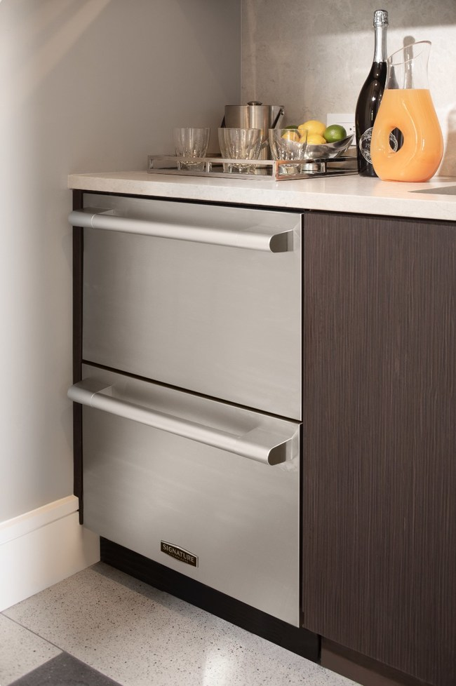 This industry-first Signature Kitchen Suite undercounter refrigerator features dual drawers that operate independently and allow homeowners to select from multiple temperature zones depending on their needs – including an option to convert the unit all the way down to a freezer.