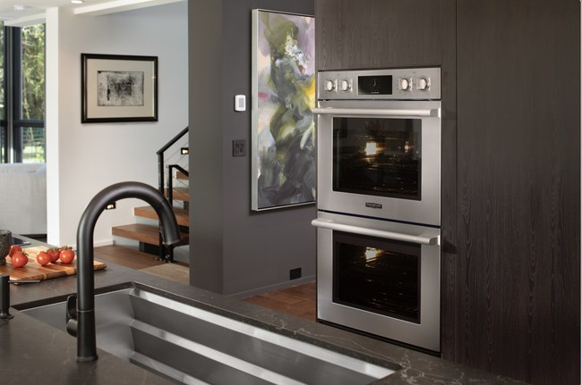 Precise cooking is at the forefront of Signature Kitchen Suite's Double Wall Oven with the innovative power of Steam-Combi to give today's home chefs everything they need to enjoy sous vide cooking – along with the capacity they need for a big meal.