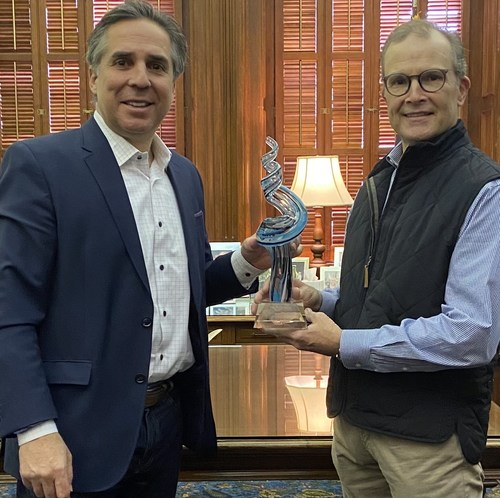 Accepting the Tri Global Energy (TGE) Wind Leadership Award for Texas Gov. Greg Abbott is Chief of Staff Luis Saenz (left) from TGE advisor Thomas Ratliff (right).