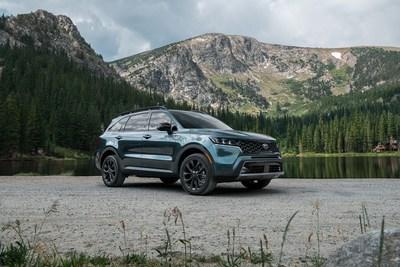 """Un trío perfecto de vehículos Kia gana los premios """"Best Car for the Money"""" 2021 de U.S. News & World Report (PRNewsfoto/Kia Motors America)"""