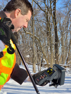 Wolfhound-Pro is a handheld cellular direction finding receiver