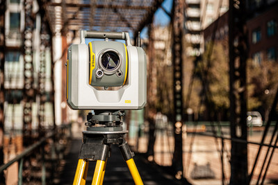 The Trimble SX12 merges high-speed 3D laser scanning, Trimble VISION™ imaging technology and high-accuracy total station measurements into familiar field and office workflows for surveyors.