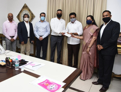 Synchrony Team with Shri KTR with donation of Rs 50 Lakhs to CM Relief Fund
