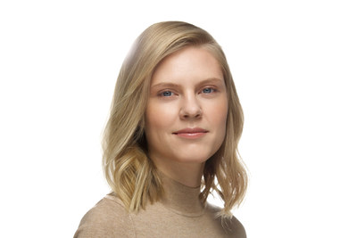 "Alyona Tkachenko, ganadora del premio ""Power of Radiance"" 2021 de Clé de Peau Beauté"