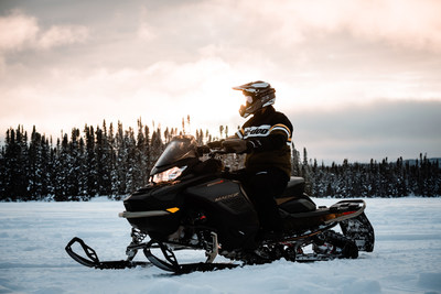The legendary Ski-Doo Mach Z muscle sled returns for a limited run for MY22, featuring an innovative Smart-Shox system and an all-new 180-hp Rotax 900 ACE Turbo R. ©BRP 2021 (CNW Group/BRP Inc.)