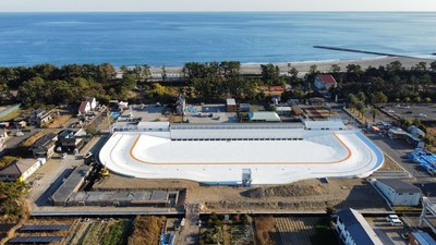 Vista aérea de PerfectSwell® Shizunami en etapa final de construcción. Fotografía: Surf Stadium Japan. (PRNewsfoto/American Wave Machines, Inc.)