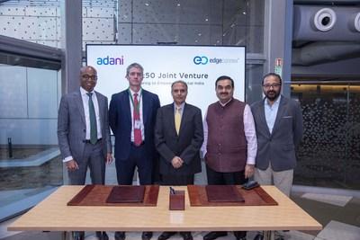 Jeyakumar Janakaraj, CEO, AdaniConneX; Edmund Wilson, diretor de operações e co-fundador, EdgeConneX; Anil Sardana, diretor geral e CEO, ATL, diretor geral - Thermal Power; Gautam Adani, presidente, Adani Group; Sudipta Bhattacharya, CEO, Adani Group North America, e diretor de tecnologia, Adani Group (PRNewsfoto/EdgeConneX)