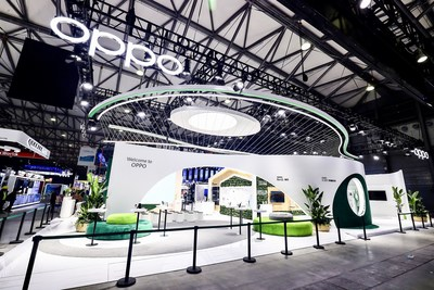 OPPO hosted a flash charging partner conference at Mobile World Congress, Shanghai (MWCS), showcasing futuristic 5G smart home technology and smartphone forms.
