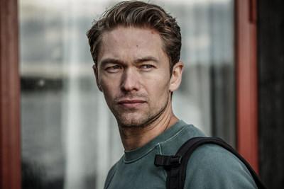 Jakob Oftebro as Carl Hamilton
