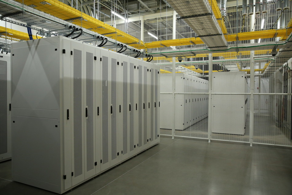 This vault is one of six modular 6MW vaults housed in the CH1 building. Designed by HED, these leasable storage vaults are supported with low-cost power with renewable energy options, diverse utility power feeds for redundancy, and an array of safety and security measures to protect the data assets on site.
