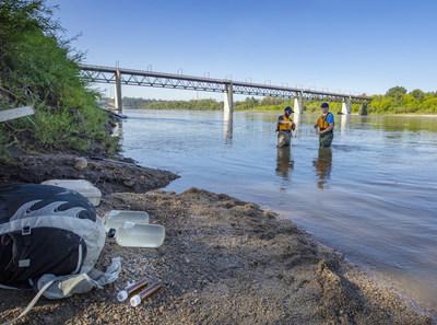 Plastics Research in Action (PRIA): North Saskatchewan River Sampling (CNW Group/Inter Pipeline Ltd.)