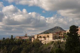 欧洲最繁多的酒店之一进入今年夏天的新时代,作为圣多米尼科宫,陶尔米纳,四季酒店