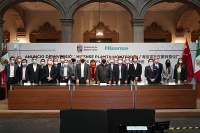 Fotografía grupal de la conferencia de prensa (PRNewsfoto/Hisense)