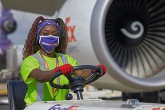 Fedex Express加拿大妇女在运输调查(CNW集团/联邦快递加拿大公司)