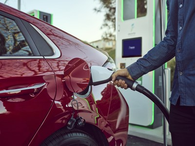 Hyundai Brings Complimentary, Fast Charging to Kona and Ioniq with Electrify America Network