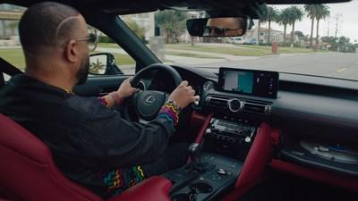 """Lexus y Pitchfork reunieron por primera vez al legendario DJ y productor MCMadlib y al exitoso artista y productor KAYTRANADA para crear un nuevo doble sencillo en vinilo y estrenarlo en el LexusISWaxEdition, lo que otorga un significado completamente nuevo a """"ir a dar una vuelta""""."""